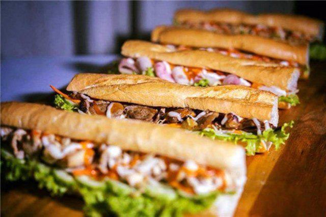 Bánh mì Việt Nam: Từ món ăn đường phố đến đặc sản được Google vinh danh - Ảnh 2.