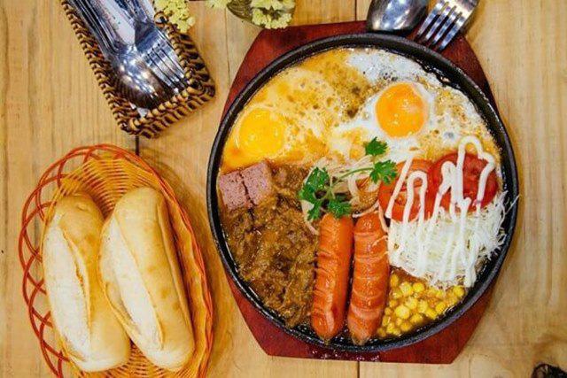 Bánh mì Việt Nam: Từ món ăn đường phố đến đặc sản được Google vinh danh - Ảnh 3.