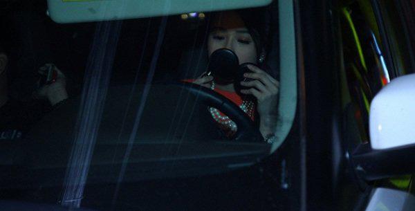 Khéo léo như Hari Won, biến xế hộp thành hair salon để làm tóc đi diễn - Ảnh 18.