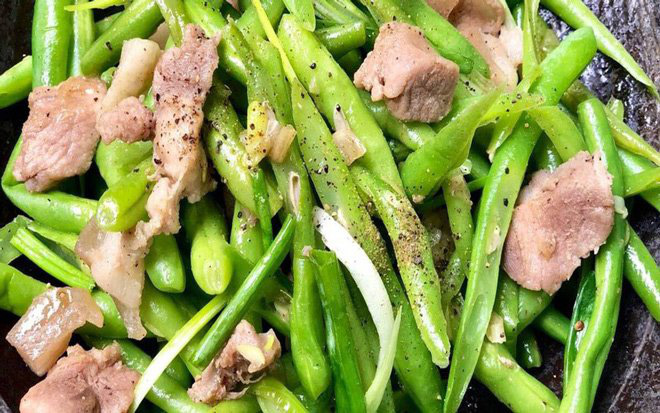 Lười tới mấy cũng phải nấu chín kỹ 7 loại rau củ này để tránh ăn phải độc tố - Ảnh 1.