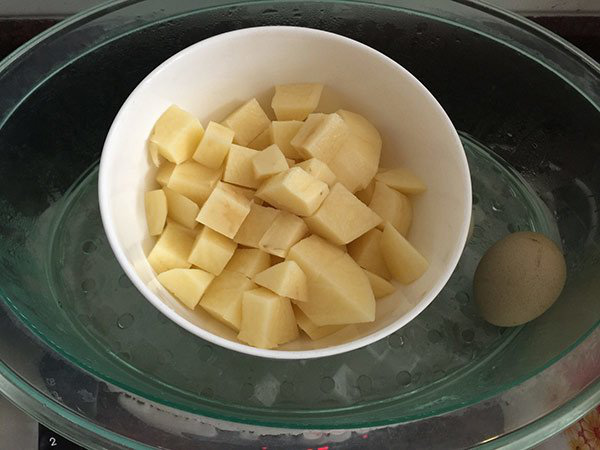 Nắng lên, làm ngay salad khoai tây vừa ngon mát, lại bổ dưỡng vô cùng - Ảnh 2.