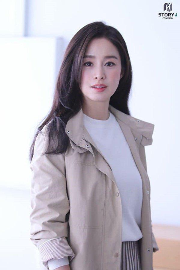 """Sau khi lấy chồng, thay đổi lớn nhất của Kim Tae Hee là trở thành người đàn bà """"lắm lời"""" - Ảnh 4."""