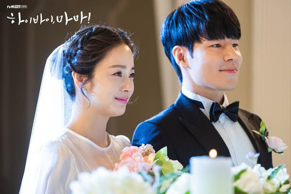 """Sau khi lấy chồng, thay đổi lớn nhất của Kim Tae Hee là trở thành người đàn bà """"lắm lời"""" - Ảnh 3."""