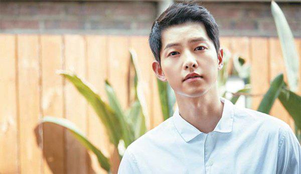 Vừa xuống sân bay Hàn Quốc, Song Joong Ki cùng ê-kíp 100 người sẽ phải cách ly 14 ngày - Ảnh 6.