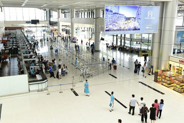 Cô gái trốn cách ly ra sân bay Nội Bài để chuẩn bị bay sang Anh - Ảnh 1.