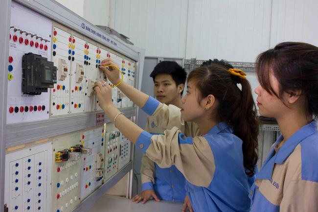 Đề xuất miễn, giảm 100% học phí cho sinh viên trường nghề vì dịch Covid-19 - Ảnh 1.