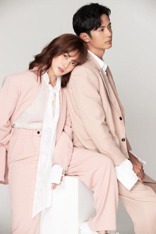 """Sĩ Thanh """"cuồng"""" đồ màu hồng, đến cả đồ đôi với bạn trai cũng phải màu này mới chịu - Ảnh 17."""