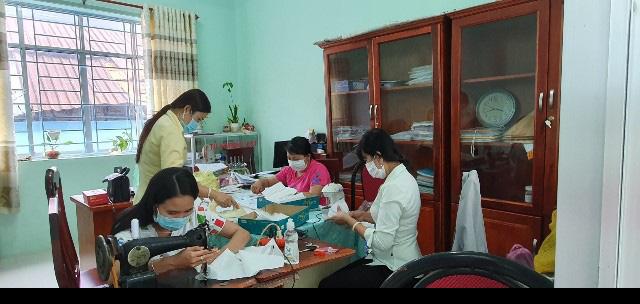 Chung tay phòng chống dịch bệnh Covid-19, nhiều cấp Hội trong cả nước tổ chức may khẩu trang phát miến phí cho người dân