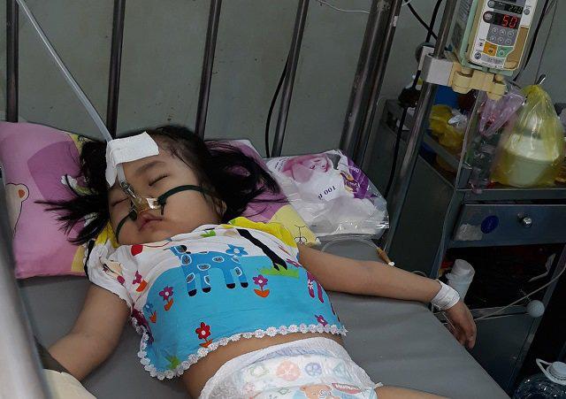 Ôm con từ Cà Mau lên Sài Gòn chữa ung thư, mẹ khóc nghẹn nghe bé nói muốn làm bác sĩ - Ảnh 2.