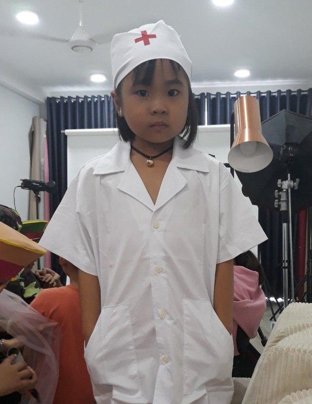 Ôm con từ Cà Mau lên Sài Gòn chữa ung thư, mẹ khóc nghẹn nghe bé nói muốn làm bác sĩ - Ảnh 6.
