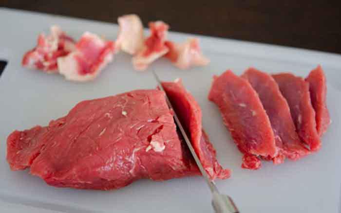 Xào thịt bò nên để dầu nóng hay lạnh, nhiều người làm sai bảo sao thịt dai lại dính chảo - Ảnh 1.