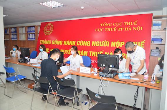 Nhờ đẩy mạnh kênh trực tuyến chống dịch Covid 19, Hà Nội đã tiếp nhận 98% hồ sơ quyết toán thuế TNCN năm 2019 - Ảnh 1.