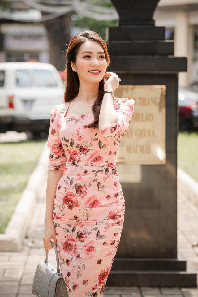 """Bảo Thanh đụngđầm ôm gợi cảmvới Á hậu Thụy Vân, ai cũng """"cân não"""" xem body nào đẹp nhất - Ảnh 2."""