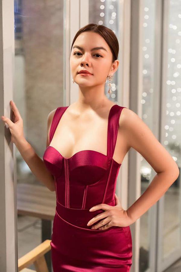 Than thở chuyện vóc dáng đẫy đà nhưng Phạm Quỳnh Anh vẫn diện váy ôm sát đẹp xuất sắc - Ảnh 8.