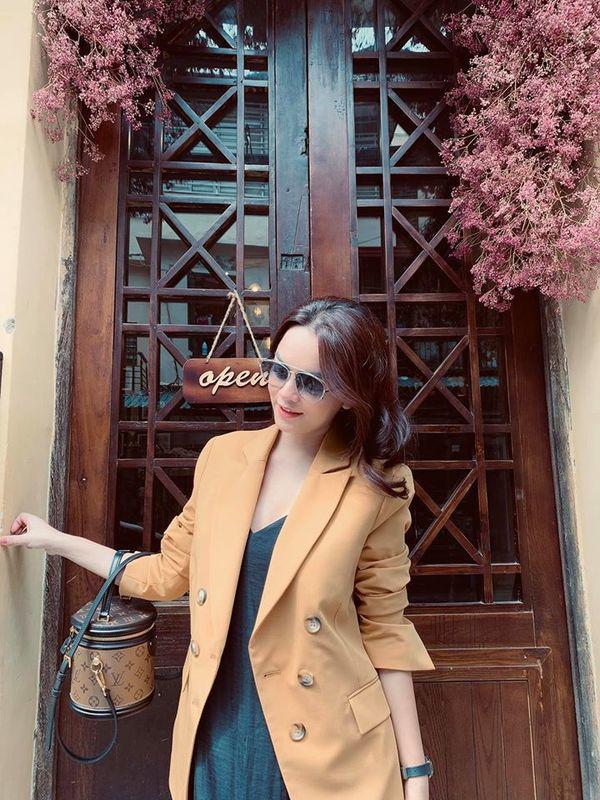 Than thở chuyện vóc dáng đẫy đà nhưng Phạm Quỳnh Anh vẫn diện váy ôm sát đẹp xuất sắc - Ảnh 14.