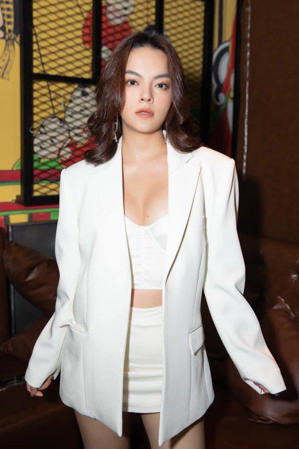 Than thở chuyện vóc dáng đẫy đà nhưng Phạm Quỳnh Anh vẫn diện váy ôm sát đẹp xuất sắc - Ảnh 4.