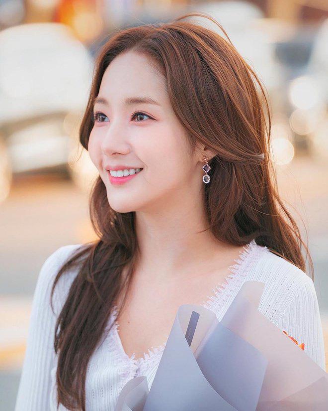 """Nhìn """"nữ hoàng dao kéo"""" Park Min Young mới thấy: Tóc mái sai một li, kém xinh đi một dặm - Ảnh 2."""