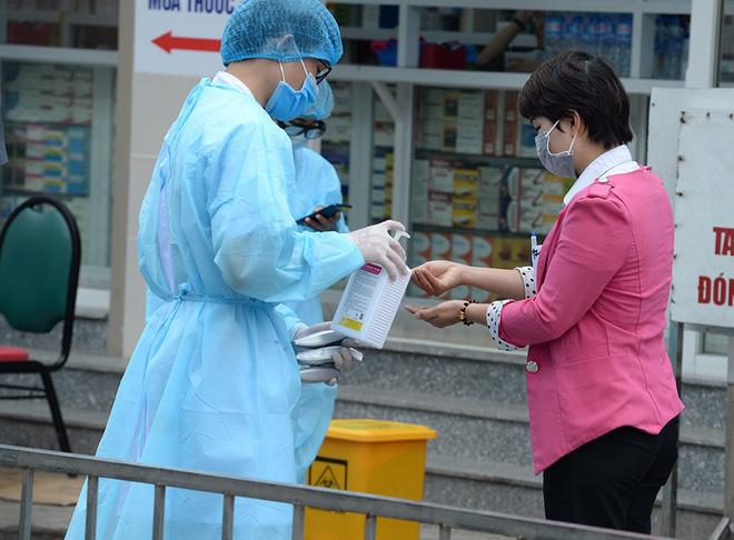 Thêm 6 nhân viên cung cấp nước sôi cho BV Bạch Mai nhiễm COVID-19 - Ảnh 1.