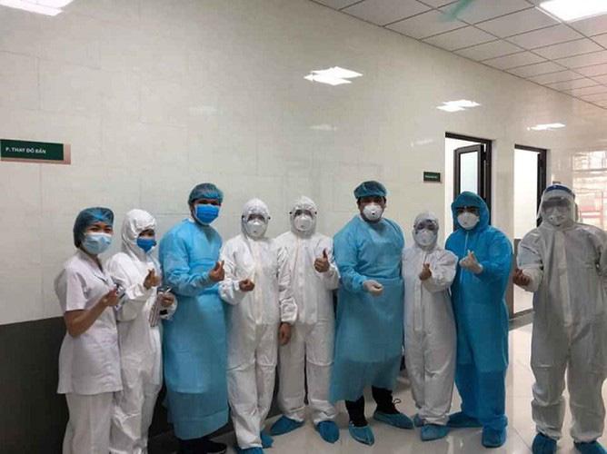 Các y bác sĩ BV Bạch Mai tự tin sẽ chiến thắng dịch bệnh.
