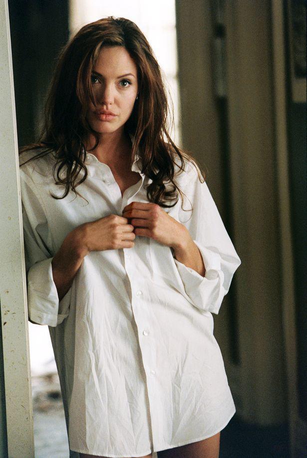 Âm mưu giật chồng cao tay của Angelina Jolie: Cởi nội y khi quay phim cùng Brad Pitt - Ảnh 2.