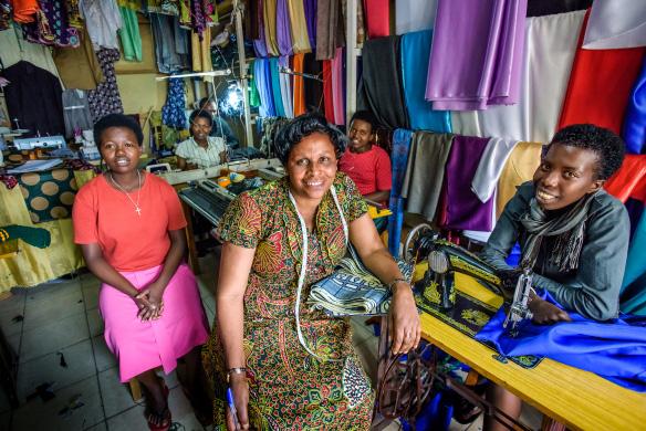 Vision Fund International giúp phụ nữ nghèo châu Phi vượt khó - Ảnh 2.