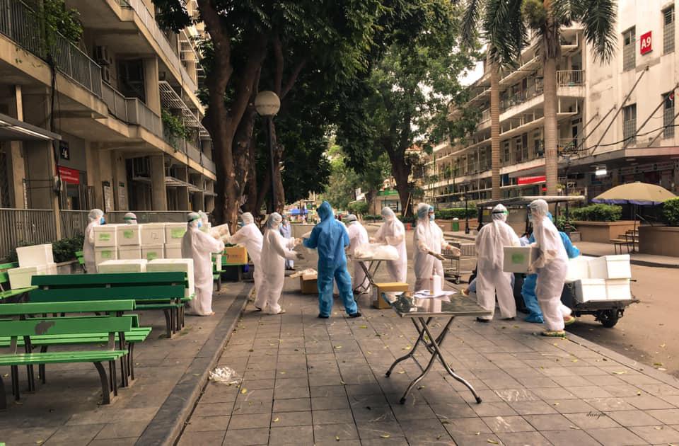 Một ngày của nhân viên y tế BV Bạch Mai trong vòng phong tỏa - Ảnh 5.