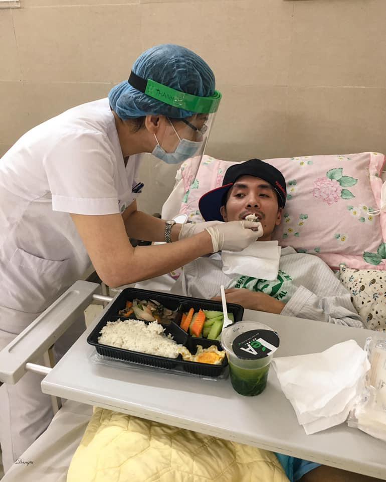 Một ngày của nhân viên y tế BV Bạch Mai trong vòng phong tỏa - Ảnh 4.