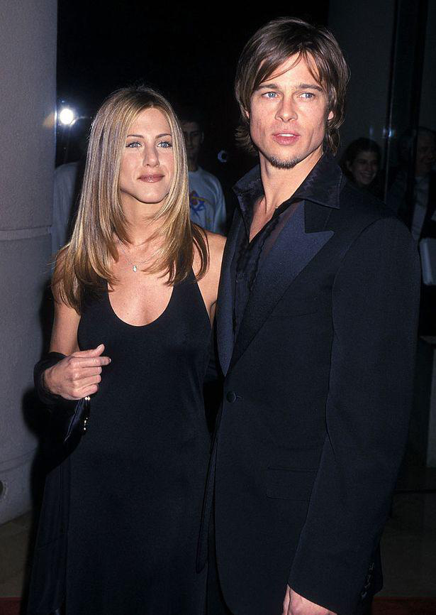 Âm mưu giật chồng cao tay của Angelina Jolie: Cởi nội y khi quay phim cùng Brad Pitt - Ảnh 1.