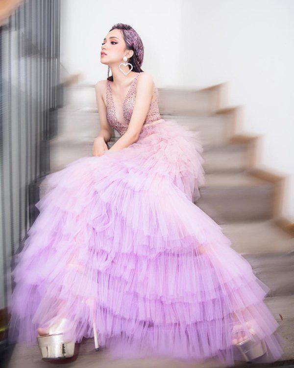 """Hương Giang chứng minh đẳng cấp nữ hoàng LGBT với loạt đồ """"tím lịm tìm sim"""" - Ảnh 11."""