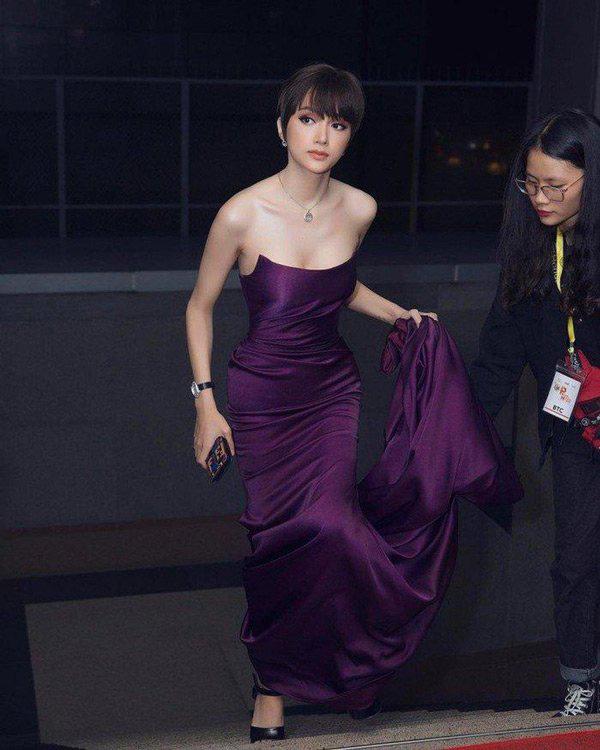 """Hương Giang chứng minh đẳng cấp nữ hoàng LGBT với loạt đồ """"tím lịm tìm sim"""" - Ảnh 4."""