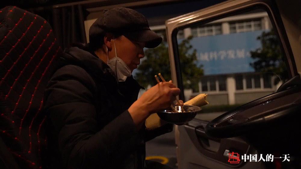Nữ tài xế xe tải chạy gần 1000km thâu đêm chuyển vật tư y tế cho tâm dịch Vũ Hán - Ảnh 4.