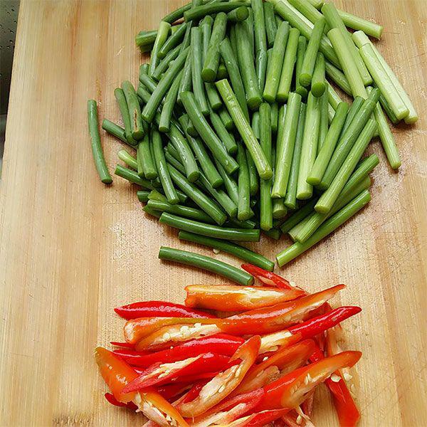 Thịt ba chỉ rang cháy cạnh với loại rau này, người khó tính mấy cũng khen ngon - Ảnh 2.