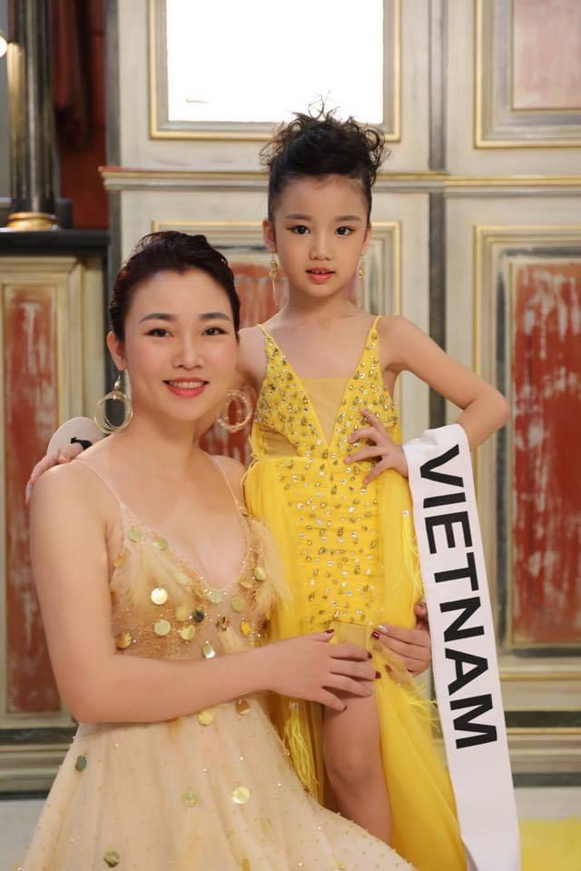 Hoa hậu Hoàn vũ nhí ước mơ làm thơ song ngữ - Ảnh 1.