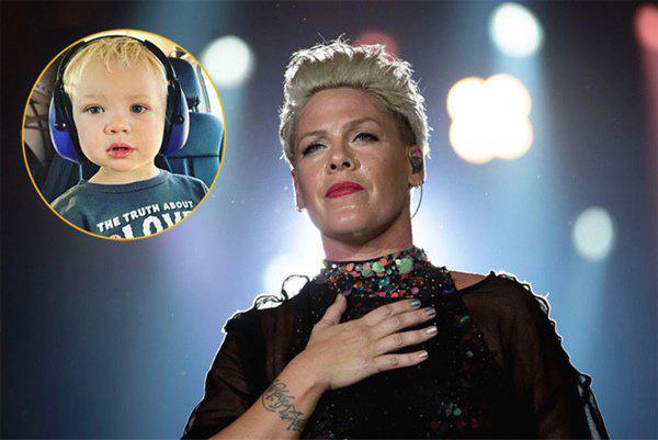 Con trai 3 tuổi nhiễm COVID-19 nặng nhất nhà, nữ ca sĩ Pink khóc ròng hàng đêm - Ảnh 2.