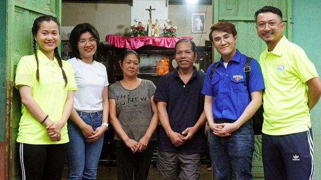 Lâm Vỹ Dạ cùng ông xã làm điều xúc động cho người vợ nghèo nuôi chồng và 5 đứa con - Ảnh 1.