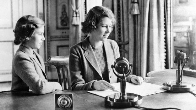 Nữ hoàng Elizabeth II có bài phát biểu đầu tiên cùng em gái năm 1940