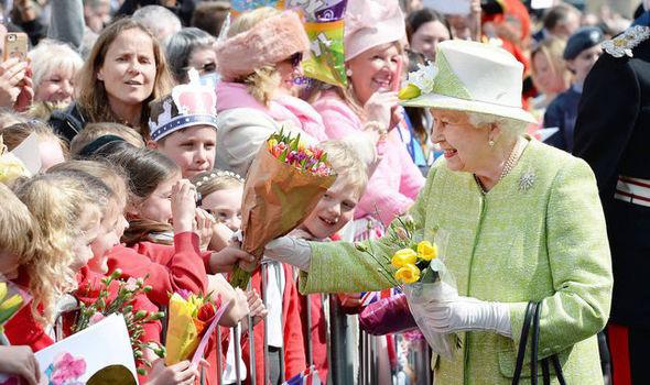 Nữ hoàng Anh Elizabeth II gửi thông điệp hy vọng giữa bão dịch Covid-19 - Ảnh 4.