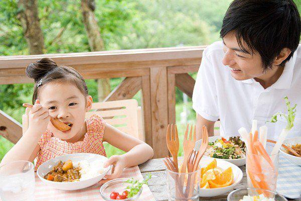 6 thói quen ăn uống tiết lộ sự thành công của bé trong tương lai - Ảnh 1.