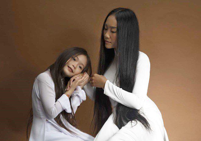 Con gái lai của Đoan Trang và chồng Tây 1m9: Thông minh đối đáp khi người lạ hỏi xin đồ - Ảnh 14.
