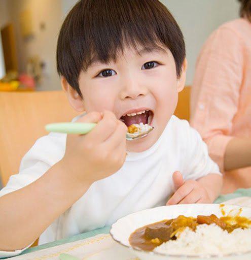 6 thói quen ăn uống tiết lộ sự thành công của bé trong tương lai - Ảnh 2.