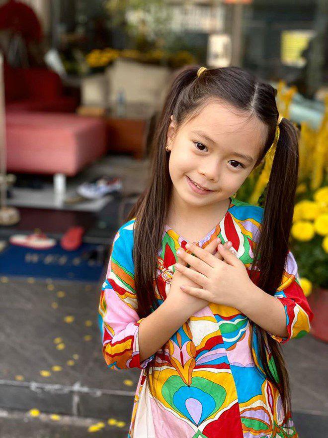 Con gái lai của Đoan Trang và chồng Tây 1m9: Thông minh đối đáp khi người lạ hỏi xin đồ - Ảnh 11.