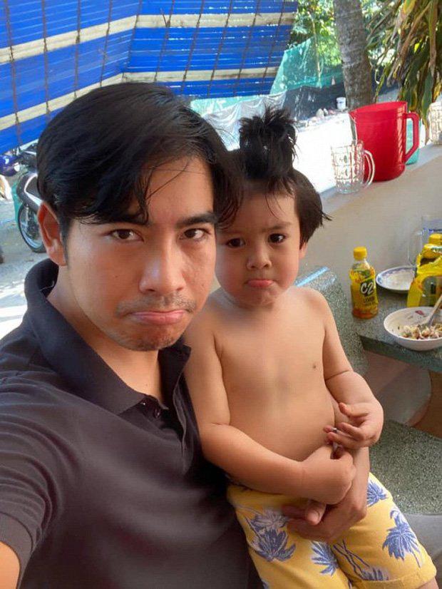 Thanh Bình ăn uống đạm bạc một mình, xin lỗi vì đã nhiều tháng không gặp con trai - Ảnh 4.
