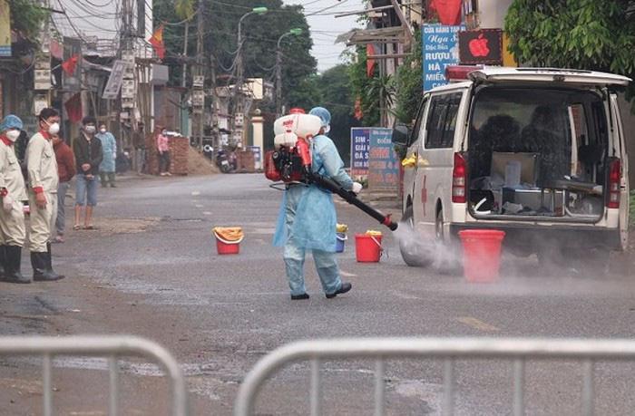 Hà Nội: Cách ly 1 thôn hơn 10.000 người liên quan đến bệnh nhân 243 - Ảnh 1.