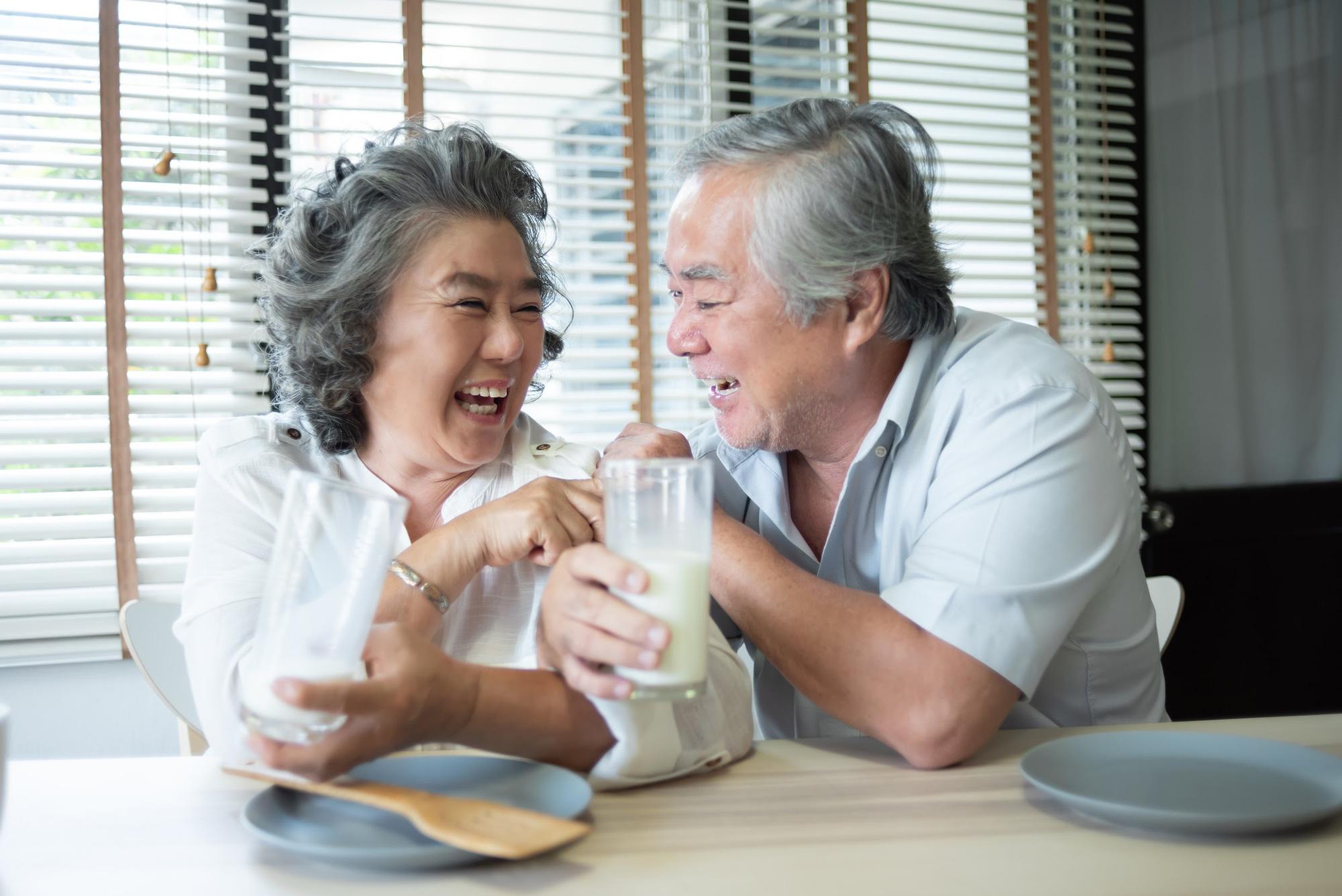 Bảo vệ sức khỏe người lớn tuổi dưới góc nhìn của chuyên gia - Ảnh 2.