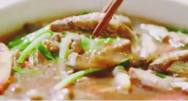 """Soái ca nhà 35 tỷ nấu ăn, khẳng định """"Bào ngư vi cá không bằng bữa cơm có ba má"""" - Ảnh 7."""