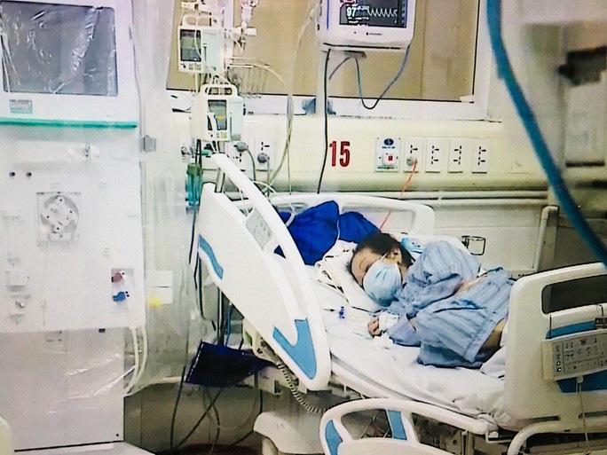 Bệnh nhân nhiễm COVID-19 nặng nhất: 3 lần ngừng tuần hoàn trong đêm - Ảnh 1.
