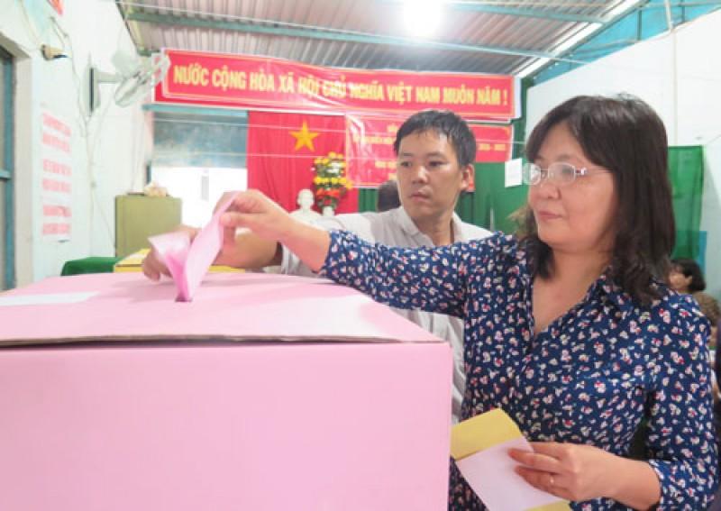 Cưt tri tỉnh Bến Tre thamg ia bỏ phiếu