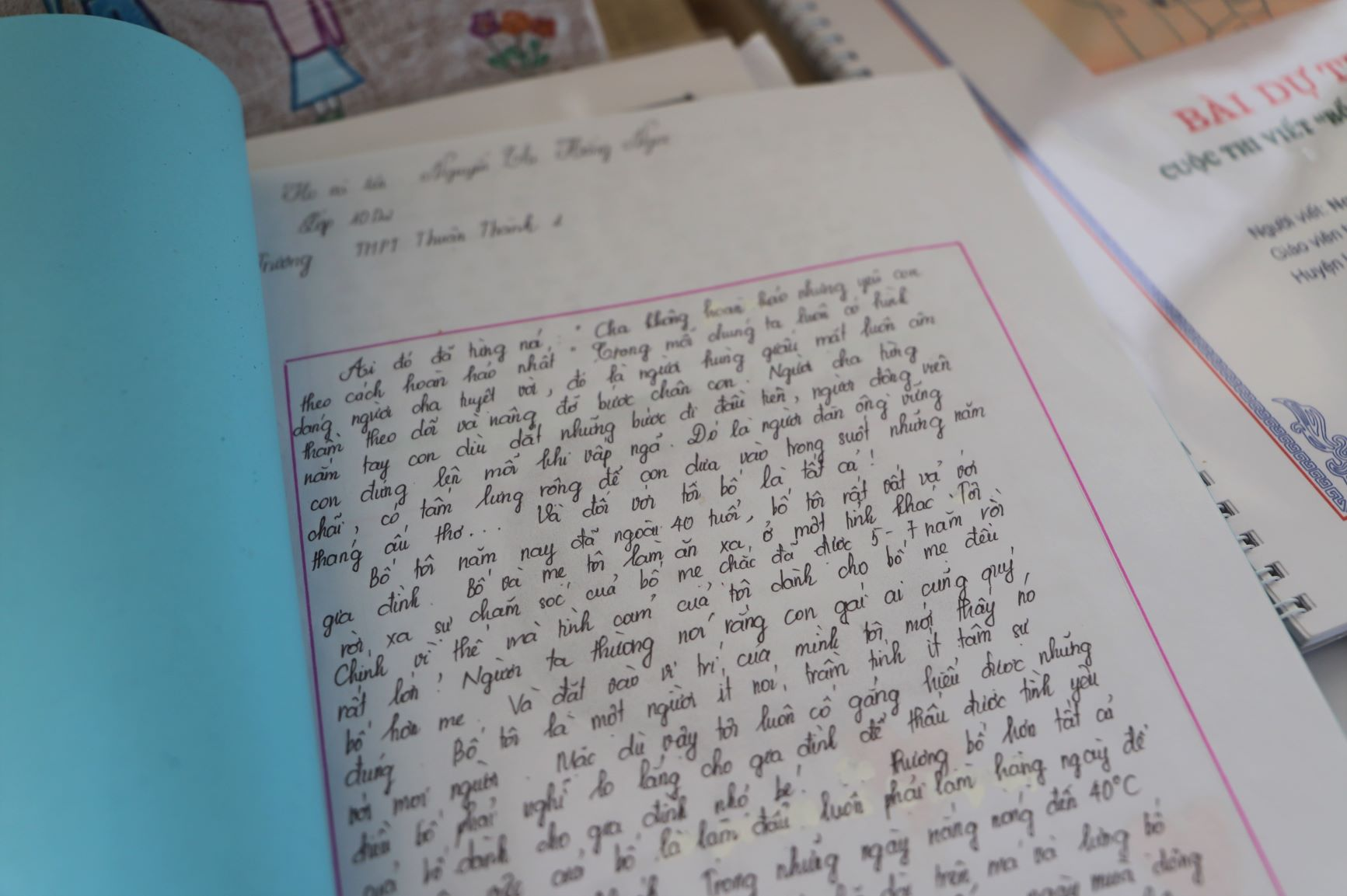 Bài dự thi được thể hiện dưới nhiều hình thức như bản in, audio, clip, và đặc biệt là những dòng viết tay đầy xúc cảm