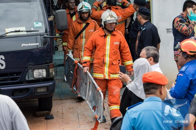 Tính đến 11 giờ cùng ngày, số người thiệt mạng trong thảm họa này là 24 người, bao gồm 22 học sinh và 2 giáo viên. Thi thể các nạn nhân đã được chuyển đến Bệnh viện Kuala Lumpur để nhận diện. Độ tuổi của các nạn nhân là học sinh từ 5 đến 18 tuổi.