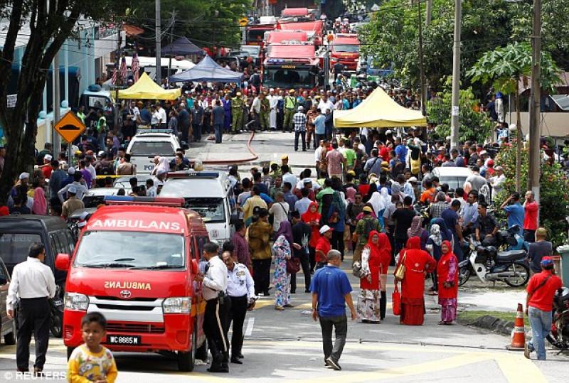 Theo Sở cứu hỏa thành phố Kuala Lumpur, ngôi trường nằm trên đường Keramat Hujung bị cháy từ khoảng 5 giờ 15 sáng. Đây là ngôi trường dành cho các học sinh theo đạo Hồi. Đến 5 giờ 30, nhận được điện báo từ người dân, lực lượng cứu hỏa thành phố Kuala Lumpur đã nhanh chóng điều động 9 xe cứu hỏa cùng các phương tiện chuyên dụng khác đến để dập lửa.